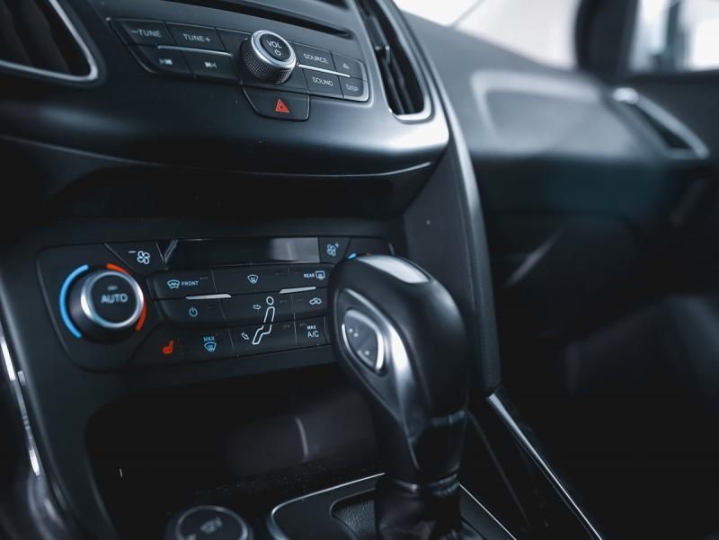 Ford Focus Хетчбэк 1.6 Ti-VCT PowerShift (125 л. с.) Titanium