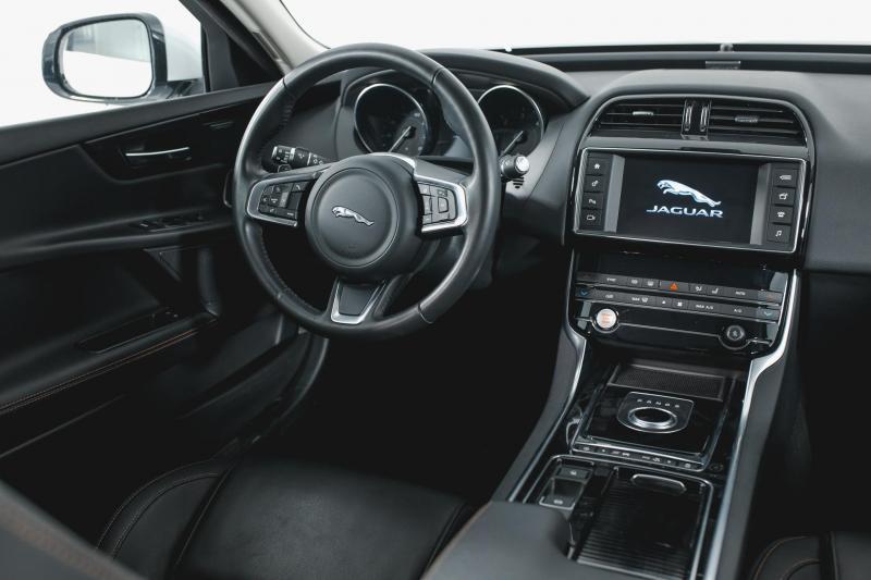 Jaguar XE 2.0 D AT (180 л. с.) Pure