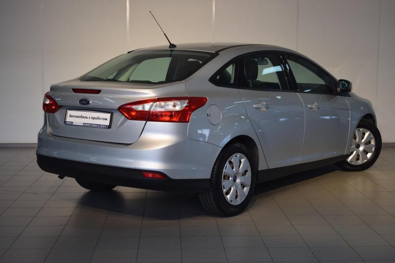 Ford Focus 1.6 MT (105 л. с.)