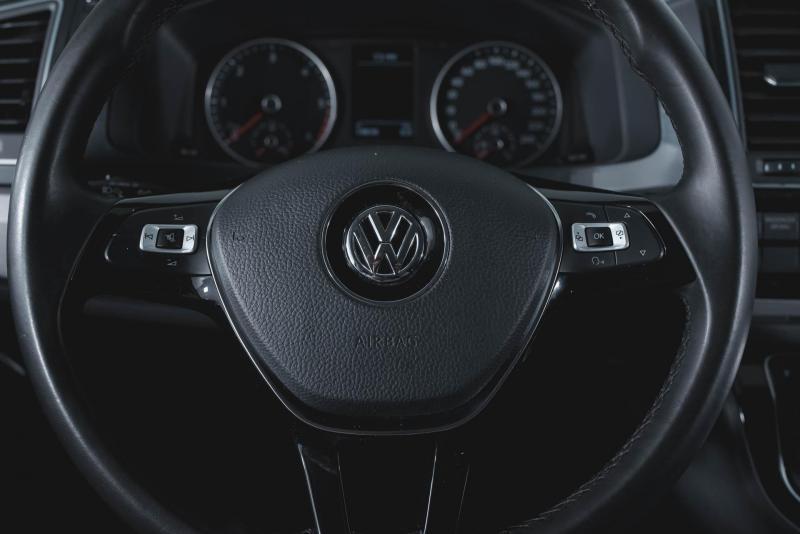 Volkswagen Multivan 2.0 TDI DSG (140 л. с.) Highline