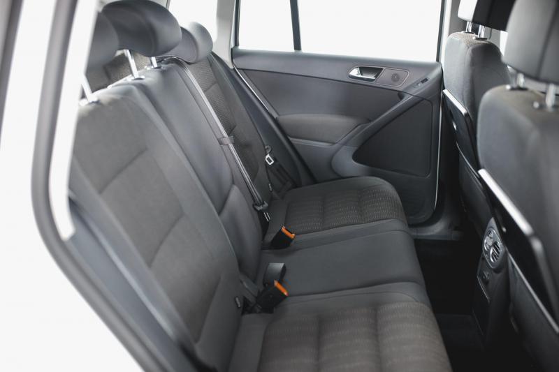 Volkswagen Tiguan 2.0d AT (140л.с.) 4WD