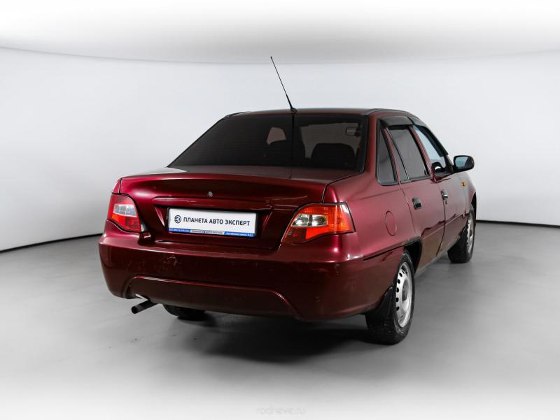 Daewoo Nexia 1.5 MT (80 л. с.)