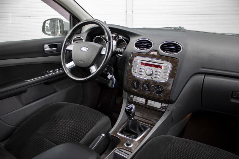 Ford Focus 1.8 MT (125 л. с.)
