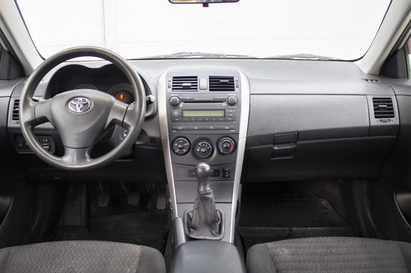 Toyota Corolla 1.6 MT (124 л. с.)