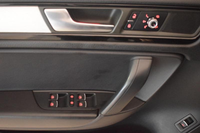 Volkswagen Touareg 3.0d AT (240л.с.) 4WD